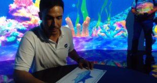 Hamish Daud Jualan T-Shirt Untuk Menyelamatkan Binatang Laut