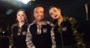 Dewi Perssik Dedikasikan Basecamp Militer Untuk Almarhum Ayah