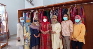 Dekranasda Lampung Selatan Angkat Tenun Inuh Naik Kelas