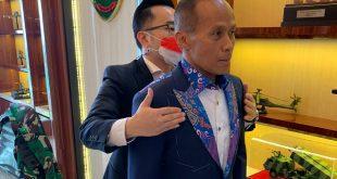 Rumah Mode Wong Hang Tailor Rancang Jas Untuk Official dan Kontingen PON ke-20 di Papua